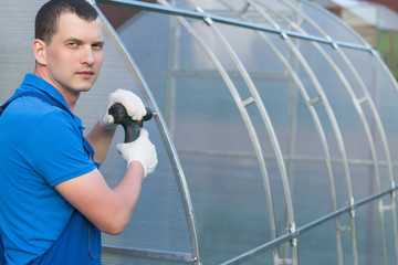 Как сделать теплицу на дачном участке своими руками