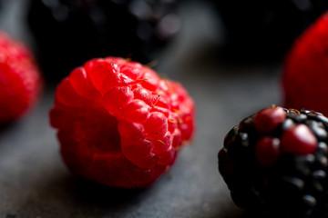 Выращивание и польза малины: правила ухода, виды культуры, осенняя обрезка кустов
