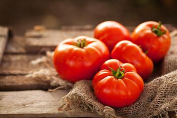 Как подкормить дрожжами томаты